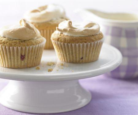 Baiser-Muffins mit Brombeeren und Limettenschale