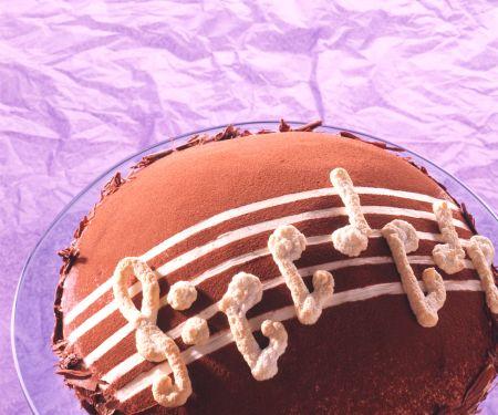 Baiser-Schoko-Torte mit Quarksahne und Erdbeeren