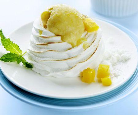 Baisertürmchen mit Mangoeis