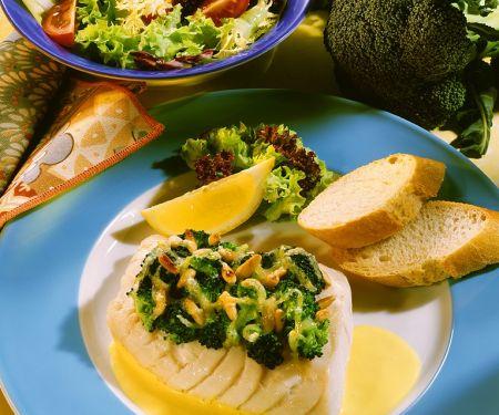 Barschfilet mit Brokkoli und zitroniger Weinsoße