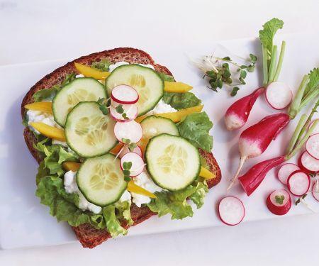 Belegtes Brot mit Gemüse