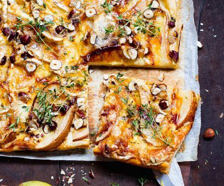 Birnen-Gorgonzola-Tarte mit Nüssen und Thymian