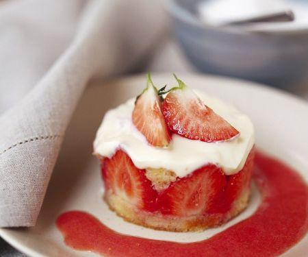 Biskuit-Erdbeertörtchen