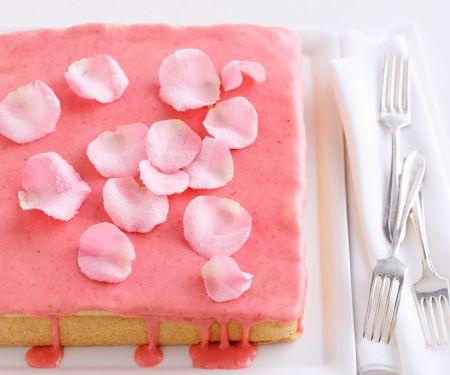 Biskuitkuchen mit roter Glasur