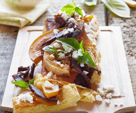 Blätterteigtarte mit Kürbis, Schinken und Käse