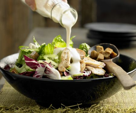 Blattsalat mit Hähnchenstreifen