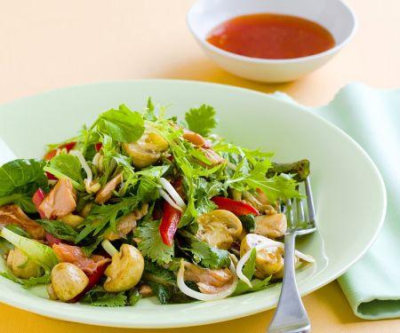 Blattsalat mit Champignons und Lachs