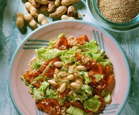 Blattsalat mit Quinoa und Tomaten