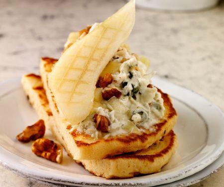 Blinins mit Käse und Birne