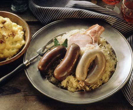 Blut- und Leberwurst auf Sauerkraut