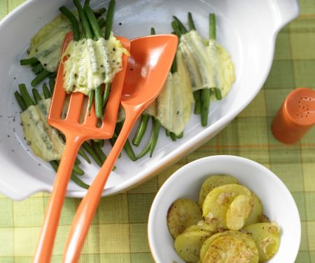 Bohnen-Käse-Päckchen mit Bratkartoffeln