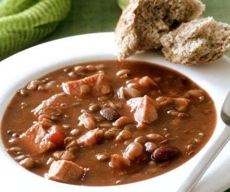 Bohnen-Schinken-Suppe mit Brot
