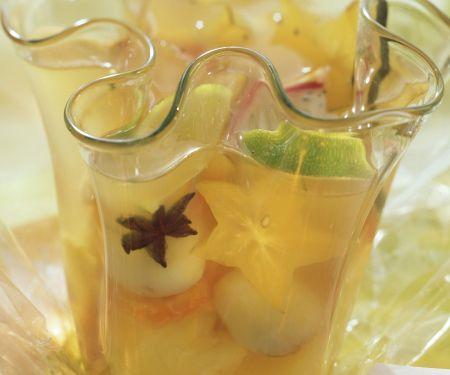 Bowle mit tropischem Obst