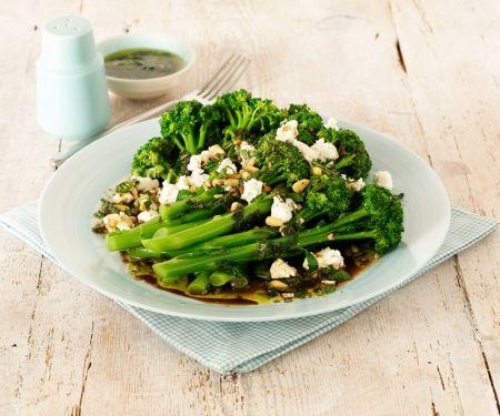 Brokkolisalat mit Ziegenkäse