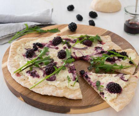 Brombeer-Ziegenkäse-Pizza