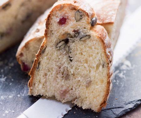 Brot mit Heidelbeeren und Kernen