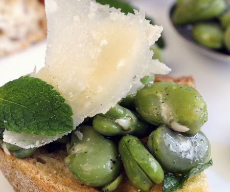Bruschetta mit Saubohnen