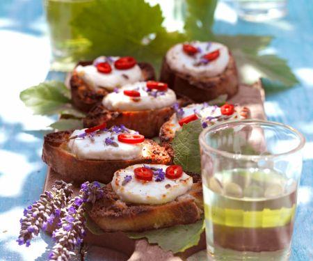 Bruschetta mit Ziegenkäse und Lavendelhonig