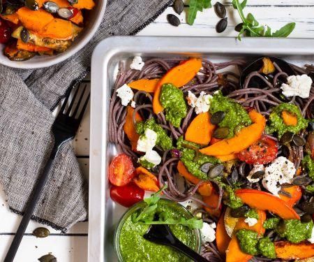 Buchweizennudeln mit Gemüse und Rucola-Matcha-Pesto