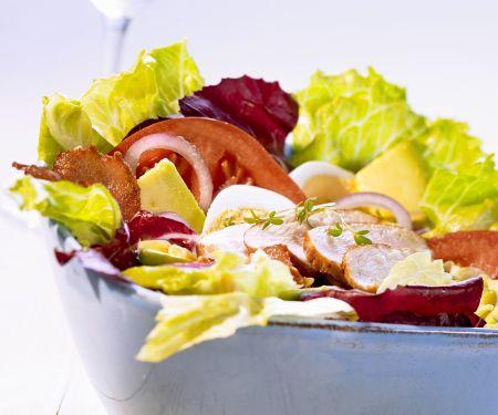 Bunnter Blattsalat mit gebratener Hähnchenbrust