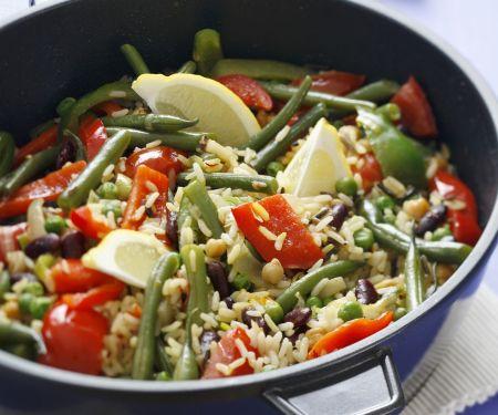Bunte Reispfanne mit Paprika und grünen Bohnen