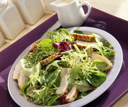 Bunter Blattsalat mit Hähnchen