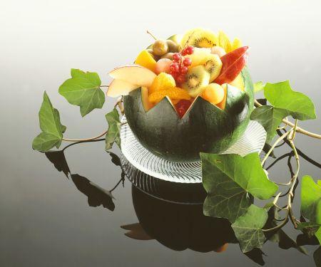Bunter Fruchtsalat in Melone