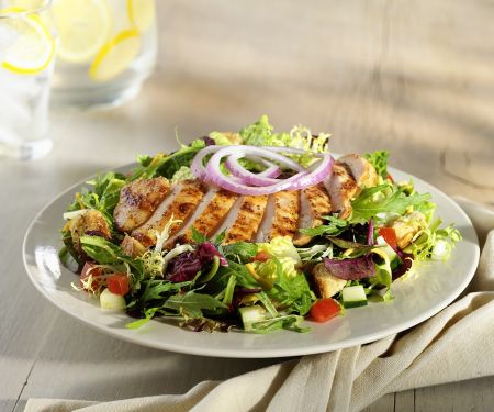 Bunter Salat mit Hähnchen