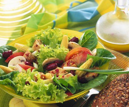Bunter Salat mit Hähnchenbrust