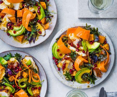 Bunter Salat mit Hähnchenbrust und Miso-Dressing