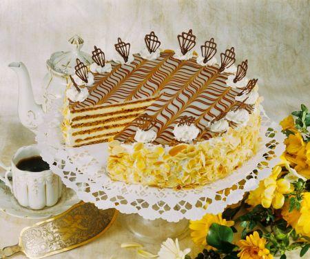 Buttercremetorte mit Mandeln
