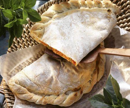 Calzone mit Schinken und Mozzarella