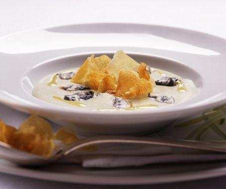 Cardysuppe mit Topinambur und Käse