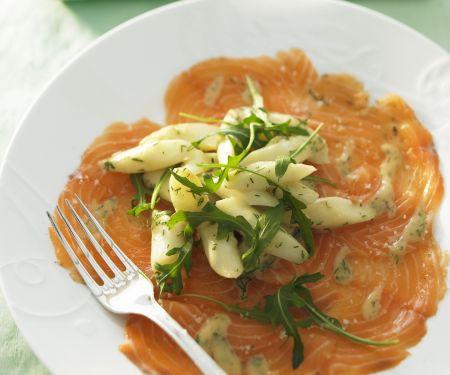 Carpaccio vom Lachs mit Spargelsalat und Rucola