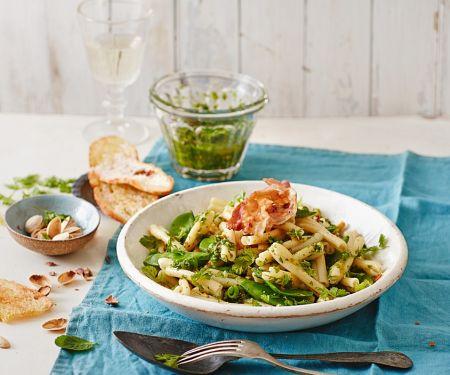 Casarecce mit Erbsen-Kerbel-Pesto, Pancetta und Minze