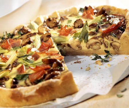 Champignon-Quiche mit Lauchzwiebeln und Schinken