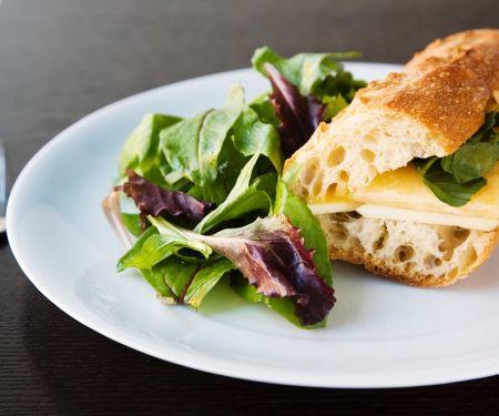 Cheddar-Sandwiche mit Apfel