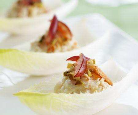 Chicorée mit Garnelensalat gefüllt