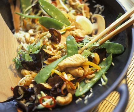 China-Wok mit Pute, Gemüse und Pilzen