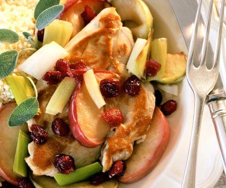 Couscous mit Hähnchen, Gemüse und Früchten