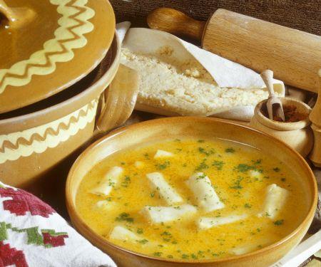 Cremesuppe mit Grießstreifen