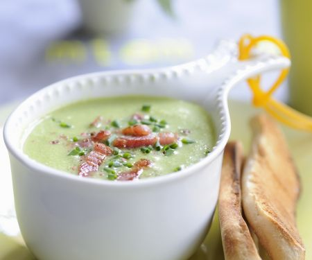 Cremige Erbsensuppe mit Bacon