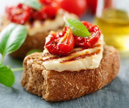 Crostini mit Käse und Tomaten