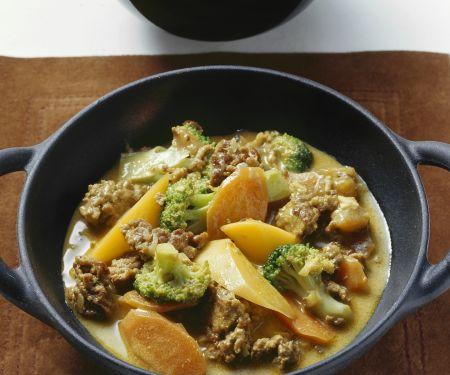 Curry mit Kokos, Hackfleisch und Früchten