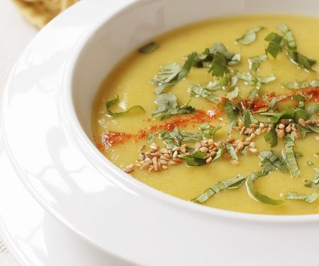 Curry-Pastinaken-Suppe mit Koriander