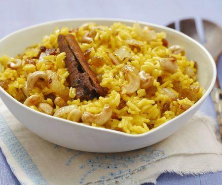 Curryreis mit Sultaninen und Cashewkernen