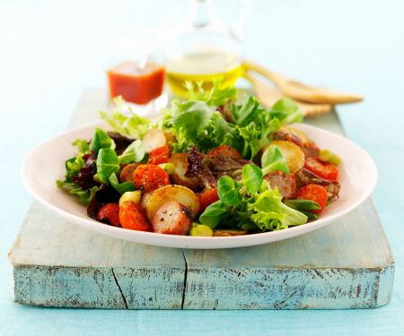 Deftiger Blattsalat mit Kartoffeln