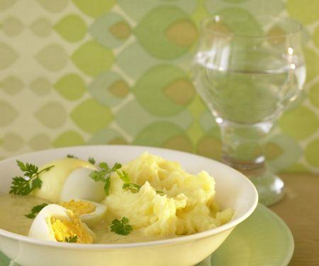 Eier mit Senfsauce und Kartoffelpüree