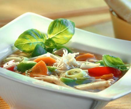 Einfache Minestrone mit Bohnen und Suppengrün