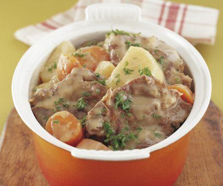 Eintopf nach irischer Art mit Karotten und Kartoffeln